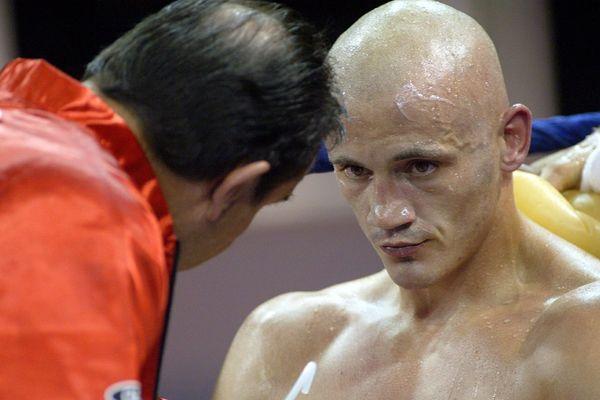 L'ex-boxeur Christophe Dettinger, lors d'un gala à Massy en 2013.