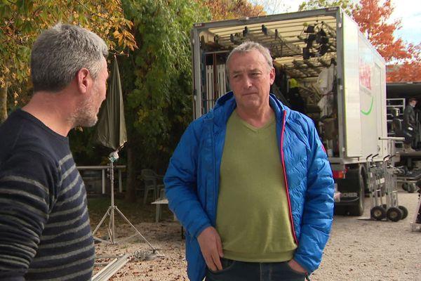 Emmanuel Giboulot a assisté au tournage du téléfilm en Côte-d'Or. Le scénario s'inspire de son histoire personnelle : un viticulteur condamné pour avoir refusé de déverser des pesticides sur ses vignes.