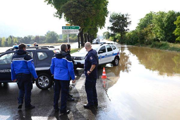Dans le Var, L'Argens et le Caramy sont sortis de leur lit, les routes sont inondées comme ici à Brignoles.