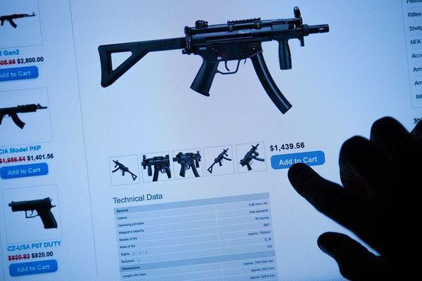 Tout peut être vendu sur le darkweb surtout si c'est illégal : de la drogue, des armes, des organes, et même les servies d'un tueur à gages.
