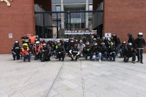 Les motards se sont rassemblés devant les grilles du Conseil Régional de Toulouse