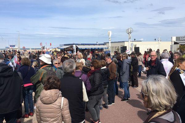 300 personnes au rassemblement de Ouistreham en soutien aux migrants