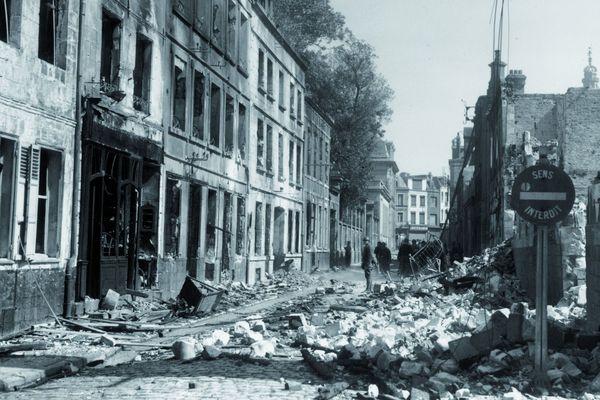 La rue Héronval, à Arras, après les bombardements allemands du 19 mai 1940.