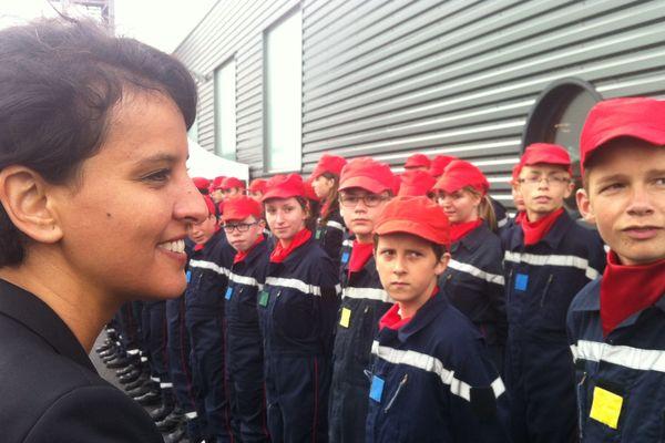 Najat Vallaud-Belkacem, Ministre de l'Education Nationale, avec de jeunes sapeurs-pompiers à Paimpol (22)