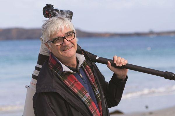 Serge Kergoat, le photographe aux centaines de milliers de clichés d'oiseaux.