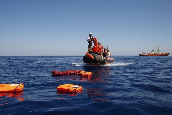 14/08/2018 - La Corse a indiqué mardi être prête à accueillir l'Aquarius et ses 141 migrants