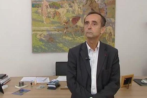 Robert Ménard dans son bureau à la mairie de Béziers septembre 2015