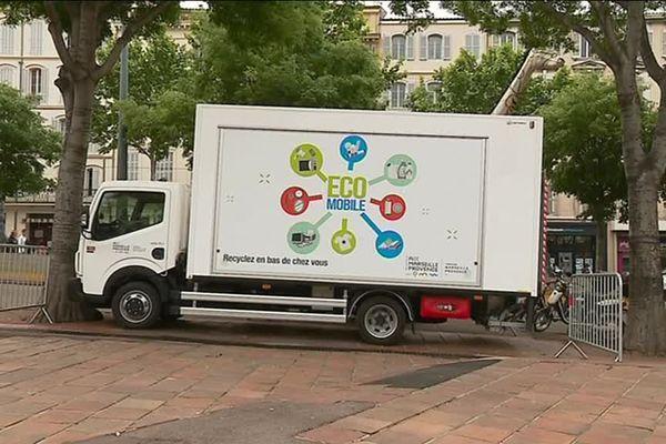 """Le camion déchetterie """"Ecomobile"""" mis en place par la métropole."""