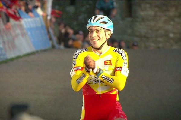 Julien Roussel sur le ligne d'arrivée du championnat de France de cyclo-cross disputé le 12 janvier 2020 à Flamanville (Manche)