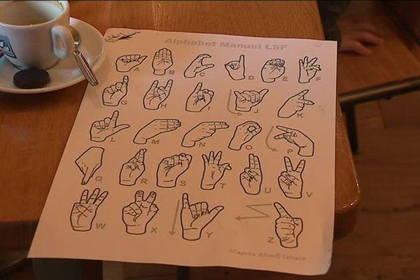 """Le concept de """"café signes"""" prend de l'ampleur, notamment à Saint-Vit."""