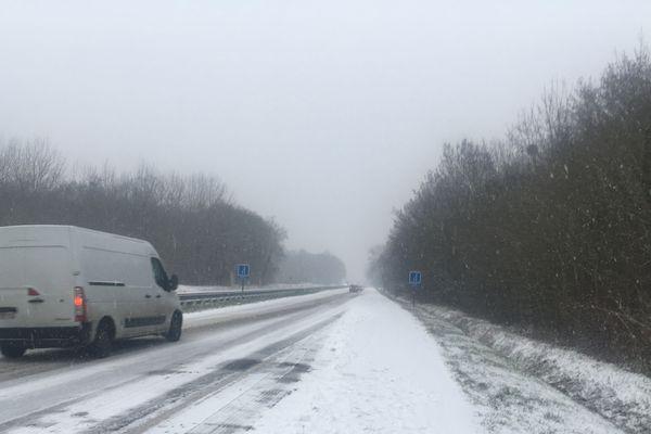 La neige tombe depuis environ 7h30 dans le Val-d'Oise.