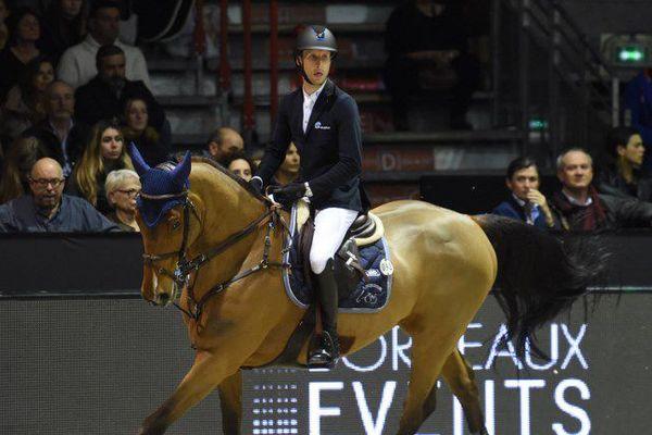 Le belge Pieter Devos et son cheval Espoir, hongre néerlandais de 14 ans, se sont montrés les plus rapides des dix barragistes.