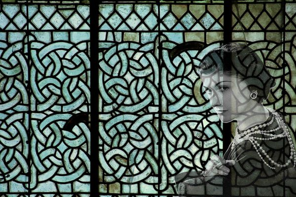 Les vitraux d'Aubazine ayant inspiré l'emblème de la marque Chanel.