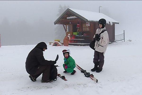 Il y avait du brouillard ce dimanche au ballon d'Alsace, mais pas de quoi décourager les amateurs de ski.