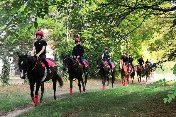 Après la classe de 4ème option cheval ouverte en 2019, l'école des courses hippiques de Gouvieux dans l'Oise a ouvert une 3ème option cheval.