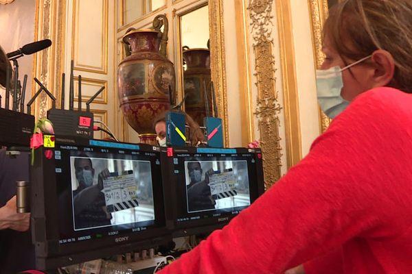 """Le tournage des """"Aventures du jeune Voltaire"""" ont repris, au milieu des dorures du château de Chantilly."""