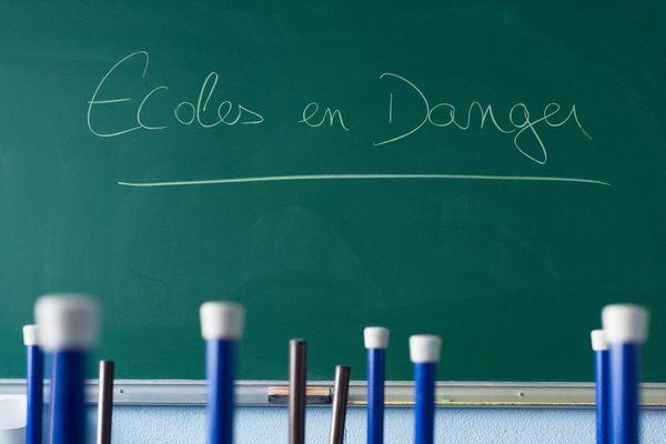 Archives- Les candidats aux municipales à Marseille interpellés par un collectif de parents d'élèves sur l'état actuel des écoles.