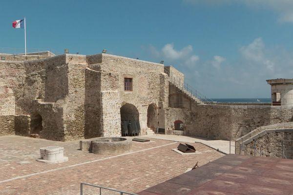 Avec son architecture particulière et son histoire, la Tour Royale de Toulon est l'un des monuments à découvrir à Toulon.