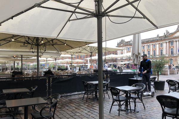 Les bars et restaurants sont désertés à Toulouse.