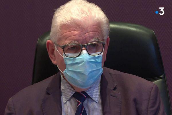 Alain Royer, le maire de Treillières, en Loire-Atlantique, affaiblit par la démission de quatre de ses adjoints.