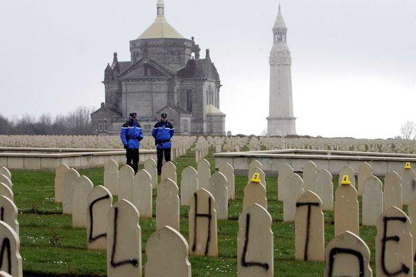 """148 tombes de soldats musulmans de la Première Guerre Mondiale avaient été """"taguées""""."""