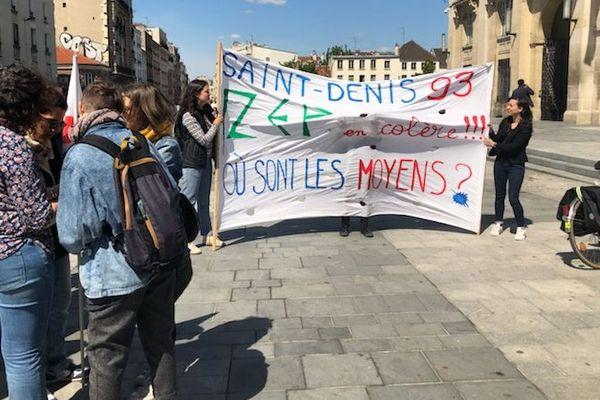 Des parents d'élèves mobilisés à Saint-Denis.