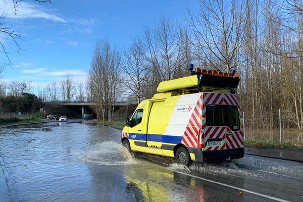 La sortie A680 en provenance de Verfeil vers Toulouse est fermée pour cause d'inondation.