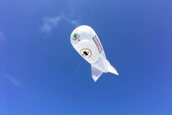 La ballon statique permet de surveiller les calanques de Marseille.