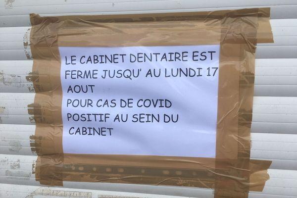 Après avoir été diagnostiqué positif au Covid 19, un couple de dentistes de Saint-Aubin-d'Aubigné a fermé son cabinet.