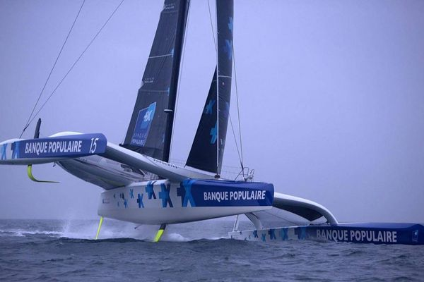 Nice Ultimed - Les plus gros bateaux 'Ultim' en confrontation sur la Méditerranée, ici le Maxi Banque Populaire IX.