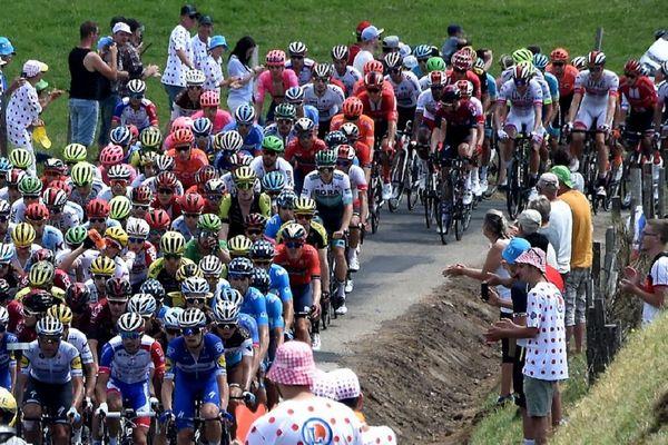 Des routes, des coureurs et des spectateurs : c'est la recette du succès du Tour de France, inchangée depuis 1903.
