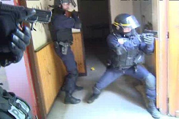 La CRS 48 s'entraîne pour intervenir en cas d'attentat terroriste