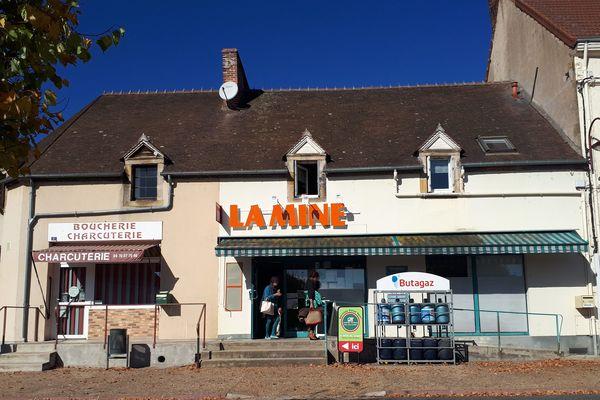 Une épicerie solidaire a ouvert ses portes, mercredi 24 octobre 2018, dans le village de Bézenet(Allier).