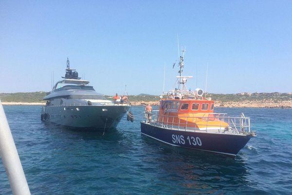 """Le """"MERI IV"""" yatch de 27 mètres prise en charge par la SNSM de Propriano, le 1er août 2018"""