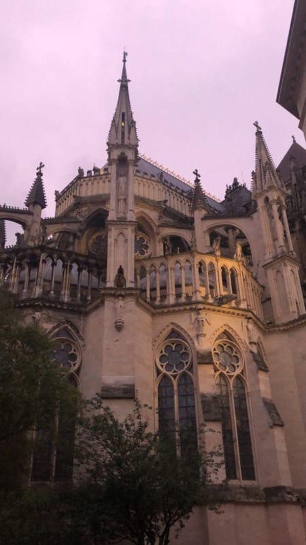 La cathédrale de Reims est monumentale.