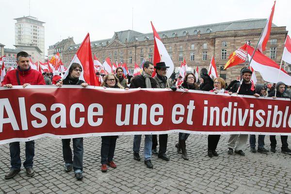 A Strasbourg le 14 mars 2015, une manifestation contre la fusion des régions Alsace, Lorraine Champagne Ardennes, place Kléber.