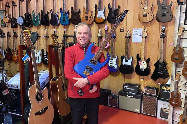 Les vendeurs d'instruments de musique voient arriver une nouvelle clientèle, curieuse de découvrir leur talent caché, et oublier un instant cette période de confinement