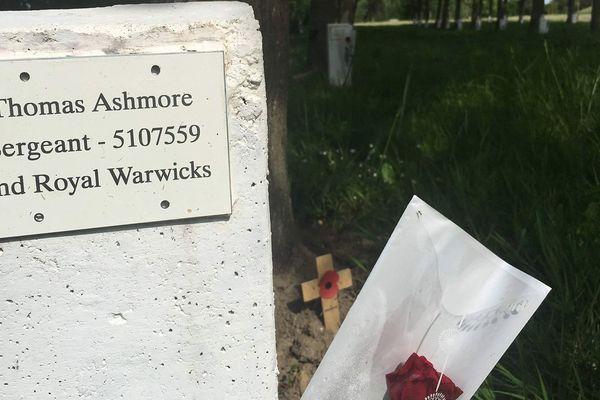 La tombe du sergent Thomas Ashmore dans le cimetière britannique de la Plaine du Bois