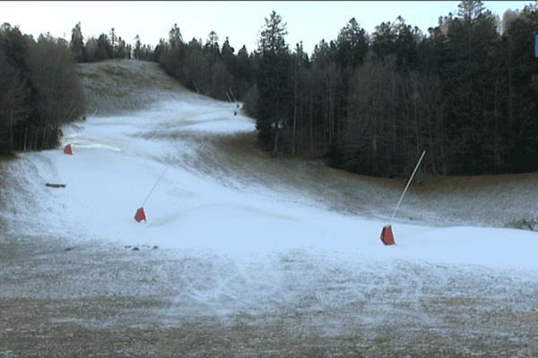 La station de Ventron, située à la frontière Vosges-Haut-Rhin, a investi dans de nouveaux canons à neige pour que ses pistes soient prêtes pour la saison de ski.