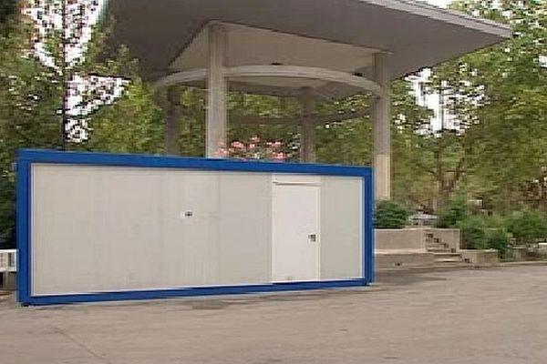 Montpellier - le kiosque Bosc et la cabane de chantier où l'ado de 15 ans a été tué à coup de couteau, lors d'une rixe - 30 juillet 2015.