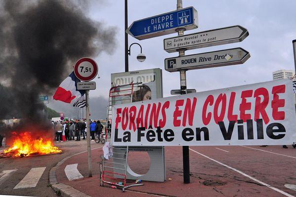 Archive : octobre 2015. Les forains bloquent une partie de la ville de Rouen