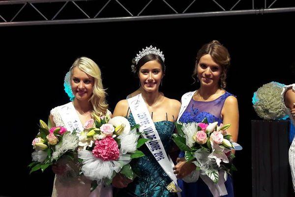 Margaux Legrand-Guérineau entourée de Cassandre Joris (à gauche) et Margaux Bourdin, Miss Centre-Val-de-Loire 2015 (à droite)