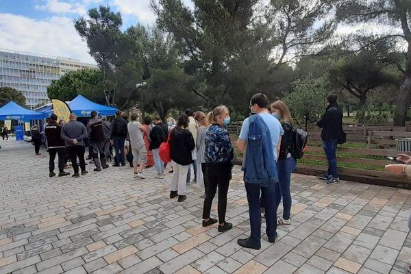 Grosse affluence sur le campus de Luminy pour se faire vacciner.