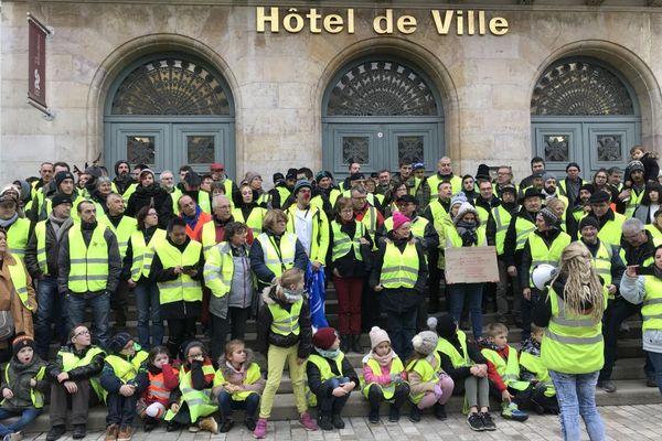 """A Chalon-sur-Saône, la mobilisation des """"gilets jaunes"""" a pris la forme d'une marche parents-enfants mercredi 5 décembre 2018."""