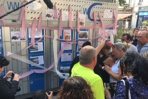 Les salariés de WN ont enroulé de papier toilette l'un des seuls casiers connectés jamais sorti de l'usine