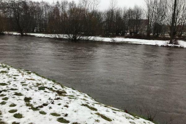L'Ognon monte ce 14 janvier 2020 à Melisey en Haute-Saône ou les 10-15 cm de neige ont fondu en quelques heures.