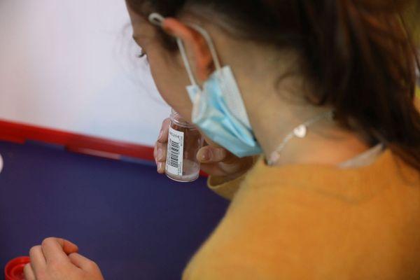 Les tests salivaires sont mis en place pour les élèves de Paca qui rentrent à l'école ce lundi.