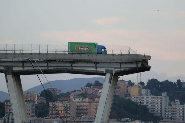 La coupure de l'A10 à Gênes a de lourdes conséquences économiques, notamment sur les entreprises de transports routiers.