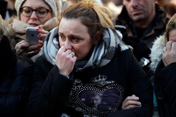 L'émotion des fans de Johnny Hallyday, lors des obsèques de l''artiste, le 9 décembre 2017.