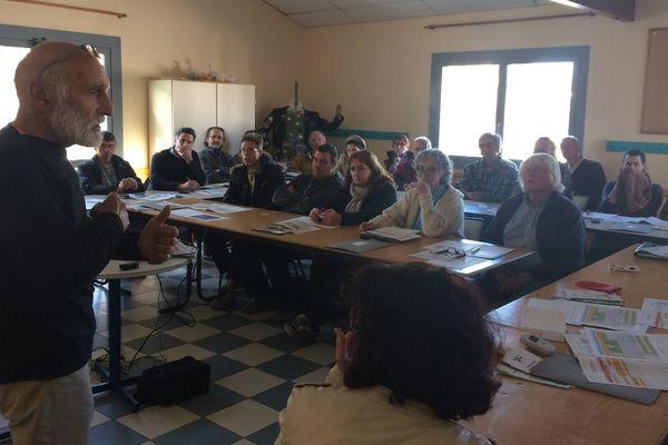 Roland Desbordes, président de la CRIRAD, est venu former des militants à la surveillance de la radioactivité.